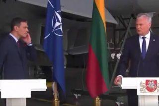 El vídeo del momento en el que Pedro Sánchez sale por patas por una amenaza aérea en Lituania