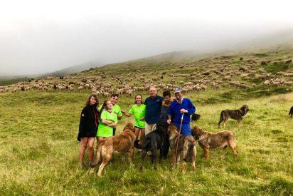 """Diez jóvenes supervivientes del cáncer inician la """"Aventura trashumante entre lobos y mastines"""""""