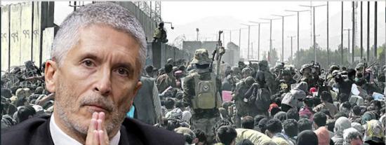 """Los chats de los GEO dejan en evidencia a un Marlaska que veía """"seguro"""" el aeropuerto de Kabul: """"Es un caos"""""""