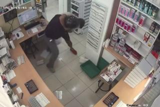 Vídeo: Un ladrón apuñala 18 veces al farmacéutico que intentó evitar un atraco en Barcelona