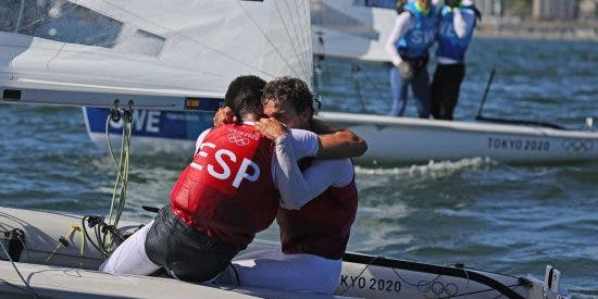 ¡La undécima medalla! Xammar y Rodríguez logran el bronce en la clase Finn de vela