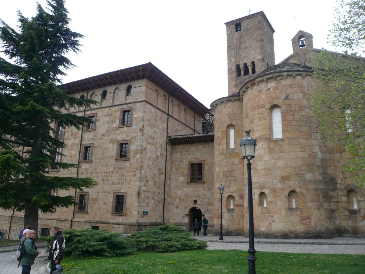 Monasterio de Leyre, una joya del románico en el Camino de Santiago a su paso por la Navarra Media