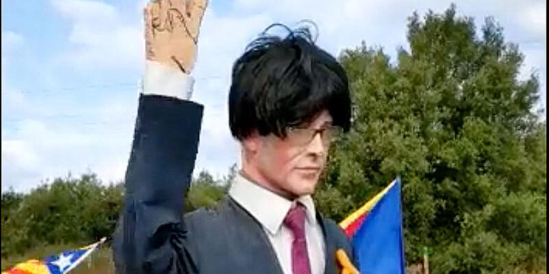 Máximo ridículo independentista: convertir al prófugo Carles Puigdemont en un 'espantapájaros'