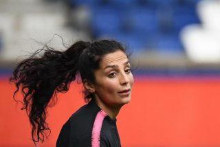 Esta es la futbolista que escapó del régimen talibán que asesinó a su padre y ahora es una estrella