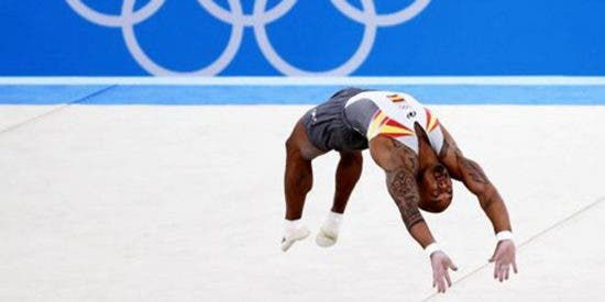 ¡Ray Zapata logra la sexta medalla para España en un soberbio ejercicio de suelo!
