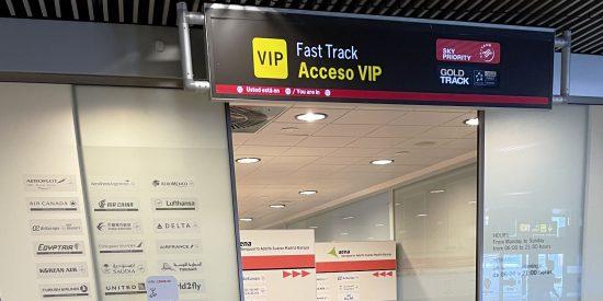 El aeropuerto Adolfo Suarez adquiere más de 400 dispensadores de gel de la compañía Cervic Environment