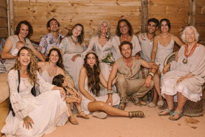 """Merel y Alok, los creadores de World Family Ibiza, se dan el """"sí quiero"""" en la boda más auténtica del año"""