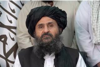 Los talibanes 'expulsan', tras un tiroteo en el palacio presidencial de Kabul, a su líder más moderado