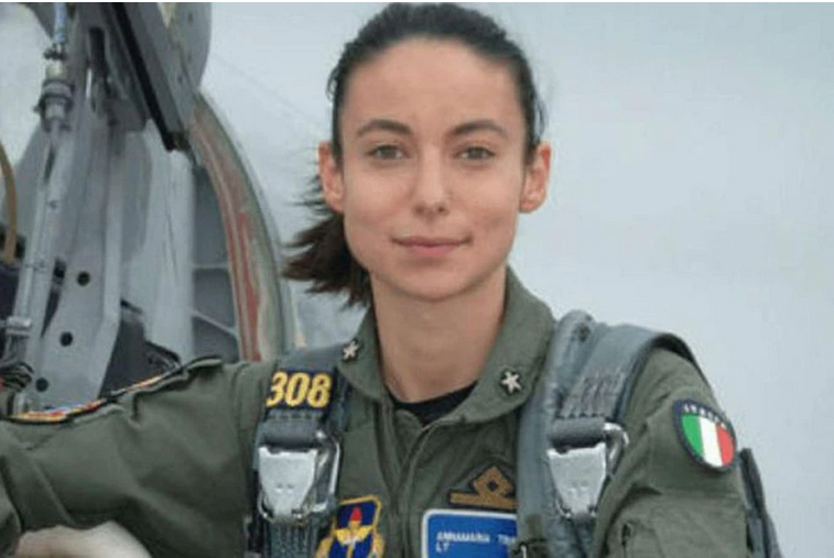 La heroína de Italia: Una piloto militar esquiva los disparos de los talibanes y salva a decenas de afganos