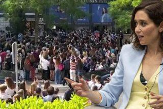 """Ayuso disfruta de la ovación de los estudiantes del CEU: """"Parezco Britney Spears"""""""