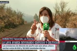 """La reportera de Ferreras las pasa canutas en el volcán: """"Hemos empezado a correr por una lluvia de piedras"""""""