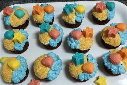 Receta: cupcakes playeros con efecto mar y arena