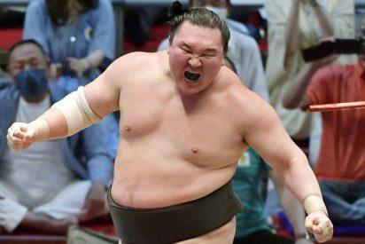 Hakuho, el luchador más importante en la historia del sumo, se retira en la cima de su carrera