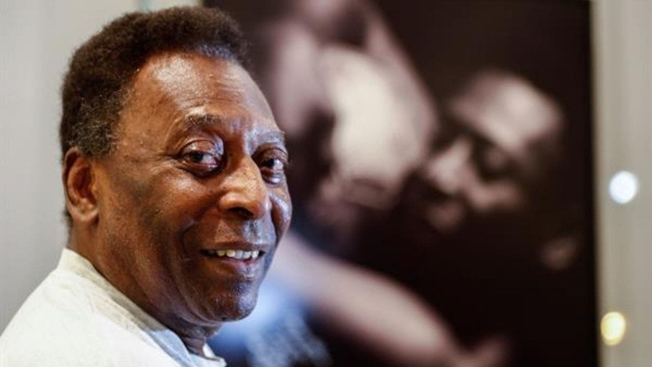 """Pelé se recupera rápidamente tras su operación y podrá abandonar el hospital """"en los próximos días"""""""