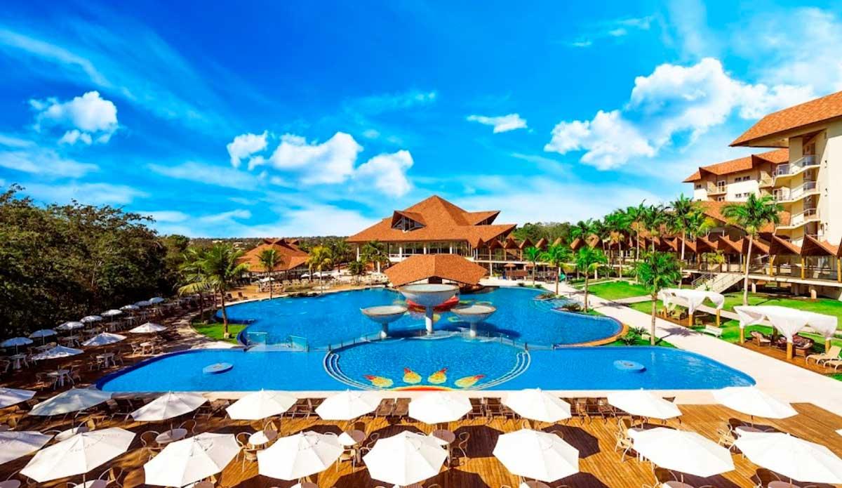 """Memorias de un Enviado Especial: """"La piscina del hotelazo"""""""