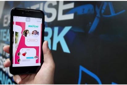 Ligar hasta en la oficina: Tinder lanza su 'Modo Trabajo' para usar desde el ordenador laboral