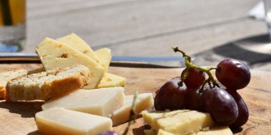 Cómo hacer una tabla de quesos perfecta