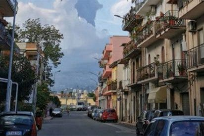 El volcán Etna también entra en erupción