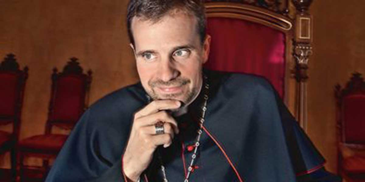 Rosa Díez se mofa de la Iglesia catalana por su 'silencio' ante el romance del obispo de Solsona y la escritora