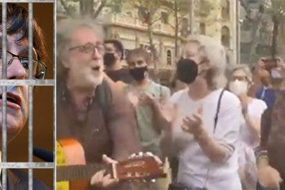El final más patético posible para Puigdemont: Rahola cantando el Bella Ciao en plena calle