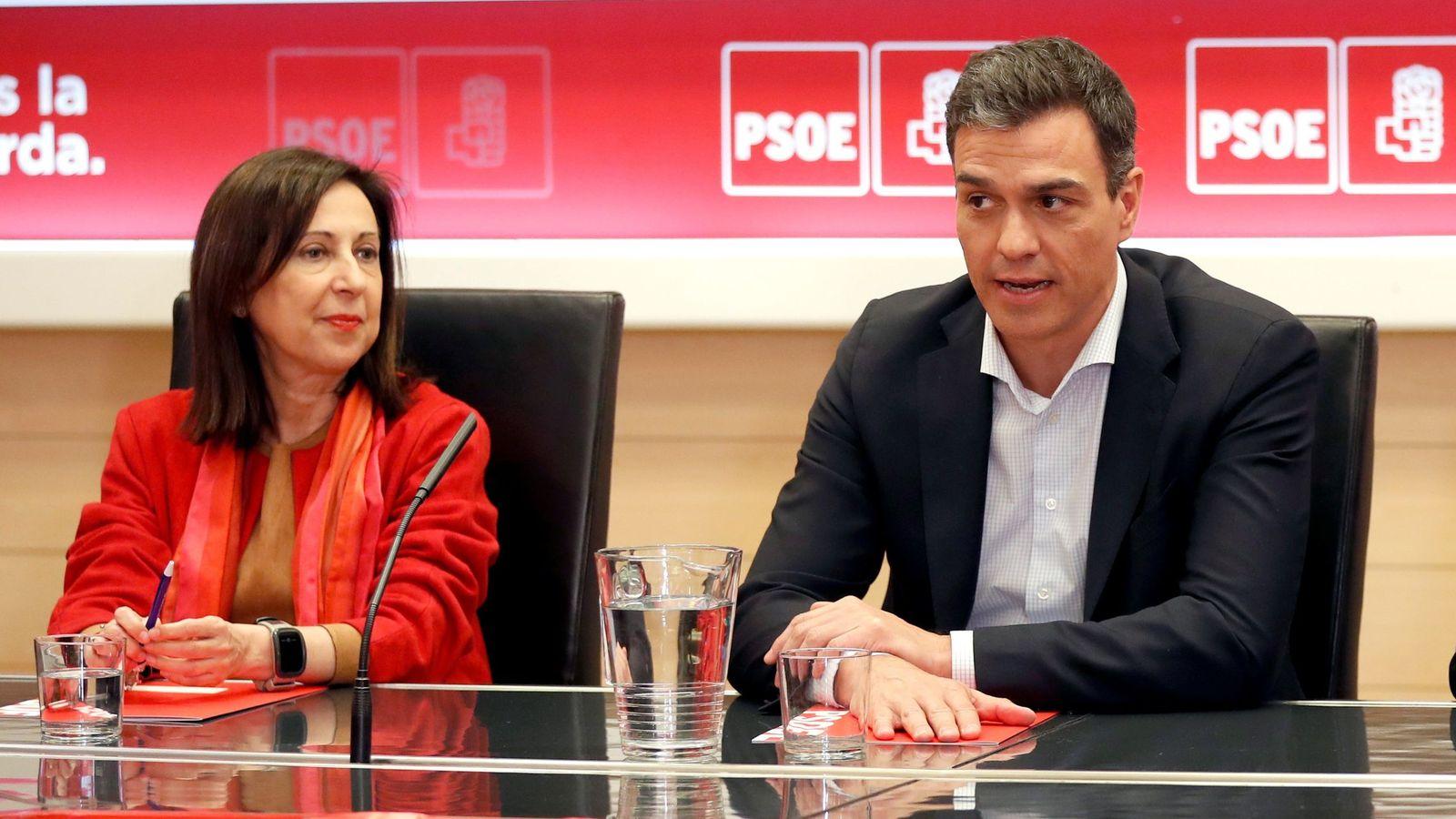 Golpe al Gobierno: aparece un informe que acaba en denuncia penal contra 'El País' y Margarita Robles