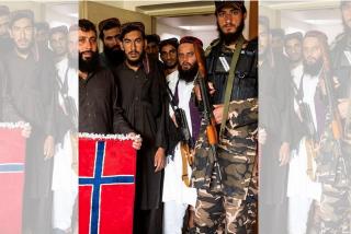 Los talibanes asaltan la embajada de Noruega: destruyen las botellas de vinos y los libros para niños