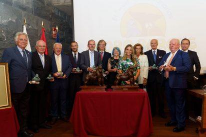 Loro Parque entrega el Premio Gorila a Robin Ganzert y a los consejeros eméritos de Loro Parque Fundación