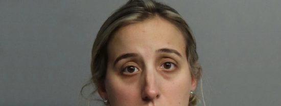 Arrestan a esta profesora de teatro por 'fumigarse' a un estudiante de 14 años en múltiples ocasiones