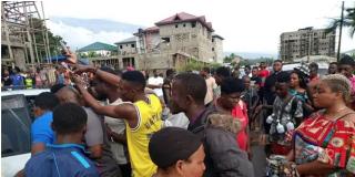 Un policía de Camerún, linchado por disparar a una niña de apenas 5 años