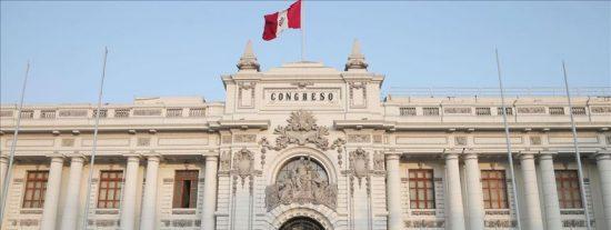 Perú aprueba una ley para limitar las facultades del presidente