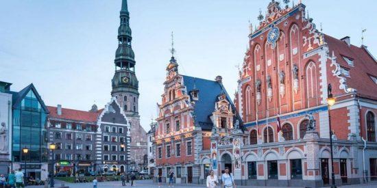 Letonia regresa al confinamiento y el toque de queda por el COVID: ¿Señal de alarma en Europa?