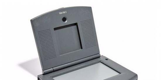 Subastarán una insólita tablet para videollamadas de Apple que fue cancelada por Steve Jobs en 1997