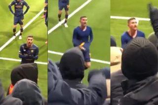 Vídeo viral: Así reaccionan los fans de la Roma cuando un jugador les quiso regalar su camiseta tras perder 6-1