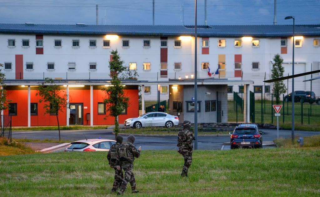 Un preso reduce a dos vigilantes de una prisión en Francia y los toma como rehenes