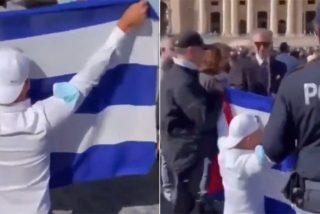 La equidistancia de la Iglesia con el terrorismo: El Vaticano arrebata la bandera a un cubano rezando